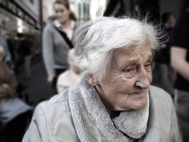 Ayudas y subvenciones ancianos dependientes