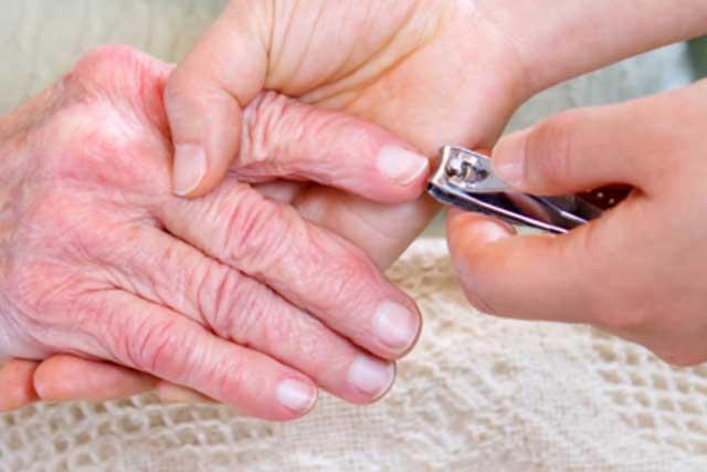 corte de uñas para ancianos