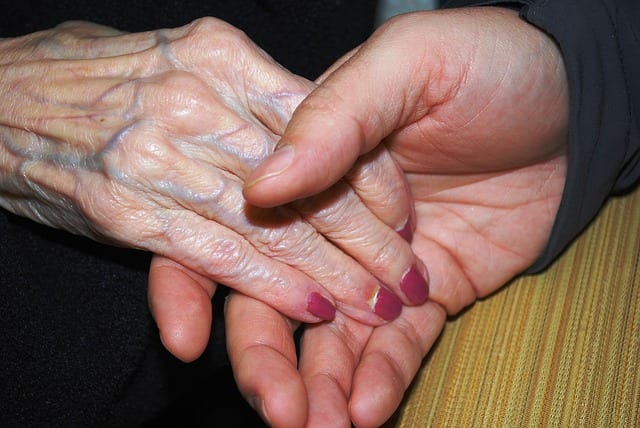servicio de manicura y pedicura para mayores