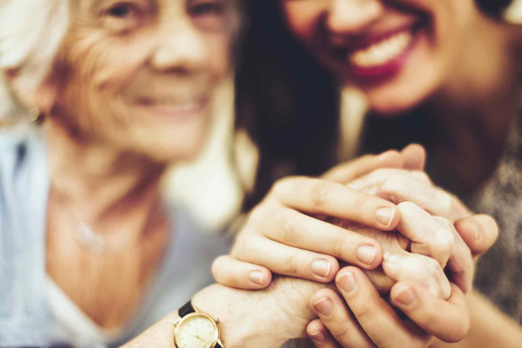 cuidados a personas mayores por parte de sus familiares.