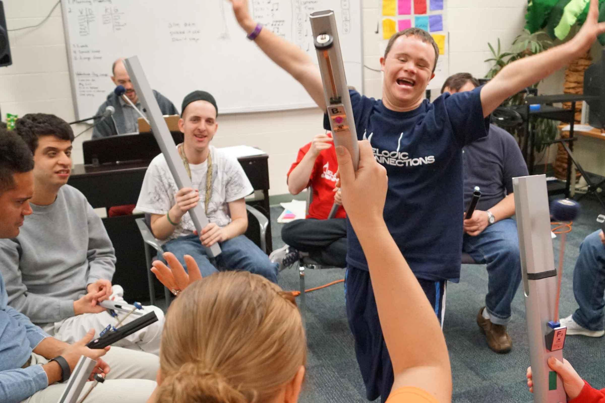 Niños con síndrome de Down en una sesión de musicoterapia