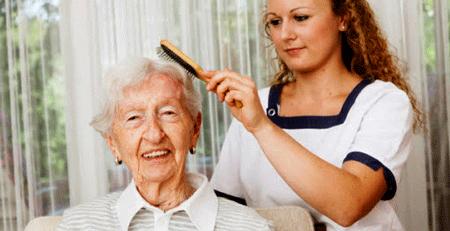 Profesionales del cuidado personal para ancianos en Valencia.